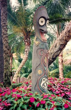 Tiki in the entrance island planter