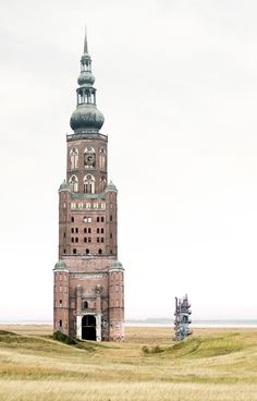 Matthias Jung, un graphiste allemand, combine une multitude d'éléments architecturaux pour créer des images de maisons imaginaires improbables.