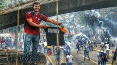 TWITTAR @twittar27  13 min ESTUDIANTES que hacen hístoria... #UCV #12M pic.twitter.com/ERGbG0DgdY  12-03-14