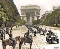 O tenente-general Kurt von Briesen (Kommandeur 30. Infanterie-Division) presencia o desfile de suas tropas na Avenida Foch, Paris, em 14 junho de 1940.