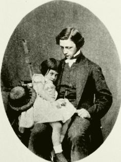 Lewis Carroll & Alice Liddell, 1860.  Veja mais em: http://semioticas1.blogspot.com.br/2011/07/alice-vai-ao-futuro.html