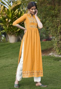 Dress Indian Style, Indian Fashion Dresses, Indian Designer Outfits, Girls Fashion Clothes, Indian Gowns, Indian Suits, Fancy Dress Design, Stylish Dress Designs, Designs For Dresses
