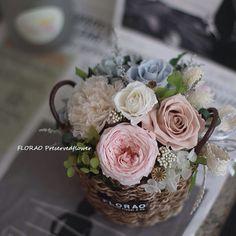 いいね!21件、コメント4件 ― 플로랑さん(@floraodesign)のInstagramアカウント: 「#천일동안 #시들지않는꽃 #플로랑 #프리저브드플라워 에요 #예쁜꽃 보며 #힐링 하러 #블로그 에 놀러오세요~ http://florao.kr #셀프웨딩 #꽃다발 #감성꽃집…」