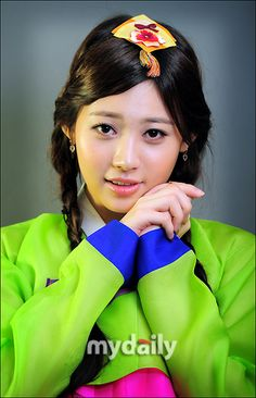 Girl's Day Yura in Korean Traditional Clothing 'Hanbok'