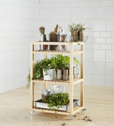Have your cooking herbs growing nearby and easy to move around with the MOLGER cart and included casters from IKEA.