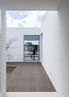 House Laejo / Bruno Dias Architects