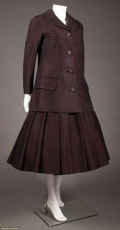 North America's auction house for Couture & Vintage Fashion. Knife Pleated Skirt, Christian Dior Designer, Vintage Outfits, Vintage Fashion, Clothing And Textile, Young Designers, Dior Couture, Historical Clothing, Silk