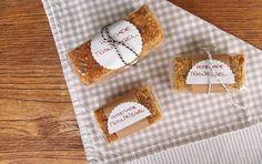 Homemade Müsliriegel - das Rezept ab sofort auf unserem Blog! #muesliriegel #muesli #homemade #selfmade #selbstgemacht #schmecktlecker #blondieundbrownie #foodblog #riegel #snack #gesundersnack #fuerzwischendurch