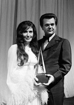 Loretta Lynn & Conway Twitty They were great together. Country Music Stars, Country Music Singers, Country Artists, Loretta Lynn, Conway Twitty, Country Strong, Music People, Folk Music, Music Icon