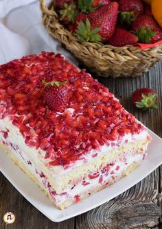 Food Cakes, Cupcake Cakes, Rose Cupcake, Cup Cakes, Brownie Recipes, Cake Recipes, Biscuit Dessert Recipe, Sweet Pastries, Strawberry Cakes