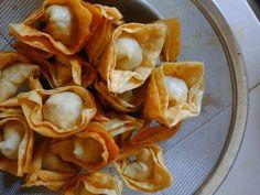 Resep Pangsit Goreng Ayam Udang favorit. Resep pangsit goreng ayam udang dengan bahan alternatif pengganti ang ciu: sari jahe dan kecap asin. Selamat mencoba dan berkreasi.