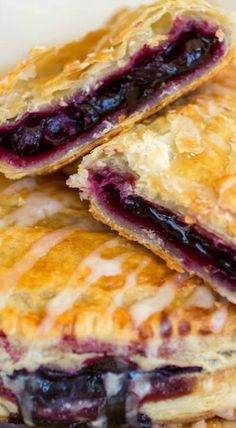 Blueberry Turnovers- Blueberry Turnovers Flakey pastry dough is filled with gooey homemade blueberry filling. Fruit Recipes, Sweet Recipes, Cookie Recipes, Dessert Recipes, Gourmet Desserts, Donut Recipes, Pie Recipes, Easy Recipes, Fancy Desserts