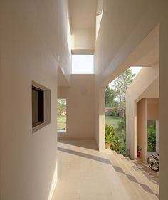 slicing the house into several layers, thai architecture firm all(zone) has formed an overlapping system of walls and openings in the house. Dream Home Design, My Dream Home, Home Interior Design, Architecture Design, Minimalist Architecture, House Goals, Minimalist Home, Houses, Bangkok