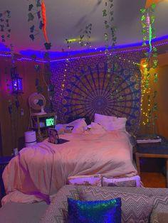 Neon Bedroom, Room Design Bedroom, Room Ideas Bedroom, Indie Room Decor, Cute Room Decor, Photowall Ideas, Pinterest Room Decor, Hippy Room, Chill Room