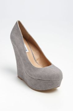 Grey Wedges for the bridesmaids to match the groomsmen's suits.