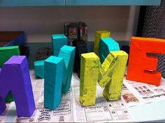 Letras con papel mache :Cartón Vasos plásticos desechables usados y lavados Cinta de papel Papel de diario y engrudo Pintura acrilica y pincel.