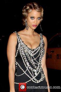 Tyra's always had amazing eyes. Bank Fashion, Gossip Girl Fashion, Tyra Banks Hair, Harlem Nights Theme Party, Great Gatsby Party, Gatsby Theme, Night Looks, Celebs, Celebrities