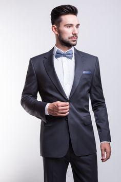 Giacomo Conti - Fall Winter 2013/2014 wedding lookbook: grafitowy garnitur ślubny Carlo1 179b, biała koszula pod muszkę Mario slim 001 oraz błękitne dodatki #giacomoconti