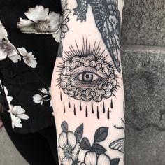 Search inspiration for a Blackwork tattoo. Black Ink Tattoos, Arm Tattoos, Mini Tattoos, Body Art Tattoos, Small Tattoos, Sleeve Tattoos, Cool Tattoos, Tatoos, Future Tattoos
