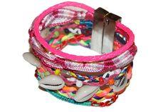 Bracelet Manchette Brésilien coquillages -20%  Bracelet Manchette  brésilien de fils de coton colorés et tressés avec des coquillages, le bracelet est issu d'Amérique latine où il est traditionnellement fabriqué. Magnifique bijoux idéal pour les vacances.