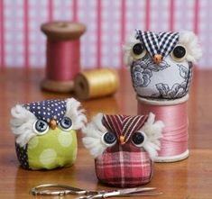 """superslyskillzmcfly: """" motleycraft-o-rama: """" Free, Printable, Full-sized Template for this Owl Pincushion from Quilt Magazine """" These are adorable! Fabric Crafts, Sewing Crafts, Owl Crafts, Creation Couture, Sewing Accessories, Sewing Projects For Beginners, Sewing Notions, Pin Cushions, Sewing Hacks"""