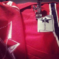 Couture… De nouveaux tshirts en sérigraphie … #bateaux #origami #baladessonores #chicamancha #serigraphie #silkscreen #paris #tshirts