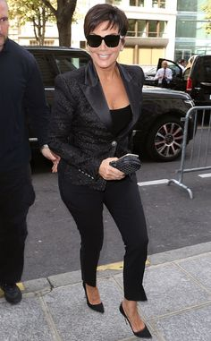 Kris Jenner from Stars at Paris Fashion Week Spring 2015 The Kardashian matriarch steps out in head-to-toe black en route to the Balmain show. Estilo Kardashian, Kardashian Family, Kardashian Style, Kardashian Jenner, Kris Jenner Hair, Kris Jenner Style, Fashion Over, Paris Fashion, Celebrity Style
