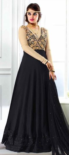 Flaunt in #Black #Anarkali