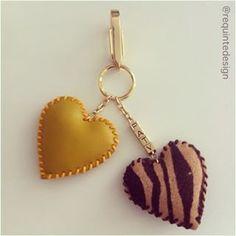 2 corações!!! #artesanato #couro #chaveiro #personalizado #monograma #coração…