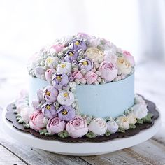 Looking for dreamy pastel colored cake? This amazing flower buttercream cake made by @ivenoven might be perfect for you! #BloomandDazzle #cake #buttercream #flowers #pastel #lovely #amazing