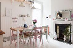 Zócalo lamas madera en blanco  Boho Deco Chic: Otra casa inglesa pero esta ... EN COLORES PASTEL CON SMEG MINT!