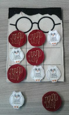 Harry Potter Diy, Natal Do Harry Potter, Crafts For Boys, Hobbies And Crafts, Diy And Crafts, Monopole Harry Potter, Harry Potter Accesorios, Harry Potter Bricolage, Harry Potter Christmas Ornaments