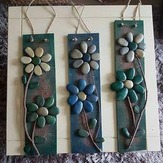 A few pebble wall or fence hangings for a change ❤ #pebbleartist #pebbles #ilovemygarden #gardenart #loveart