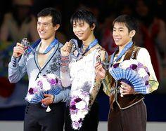 表彰台で笑顔を見せる左からチャン、羽生、織田  http://hochi.yomiuri.co.jp/sports/winter/news/20131207-OHT1T00034.htm