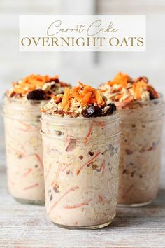 Simple Carrot Cake Overnight Oats infused with a subtle maple-cinnamon flavor and studded with golden raisins roasted pecans and sweet carrots via Simply Sissom Overnight Oats Low Carb, Overnight Oats With Yogurt, Overnight Oatmeal, Blueberry Overnight Oats, Oatmeal Breakfast Cookies, Baked Oatmeal Cups, Carrot Cake Oatmeal, Carrot Cake Cookies, Sweet Carrot