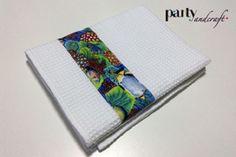 Set di Asciugamani in morbida tessuto di Cotone a nido d'ape con fascia di stoffa in cotone con disegni marini e pesciolini : Tessili e tappeti di party-and-craft