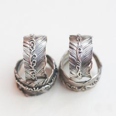 Sterling silver feather ring - a tribute to the majestic eagle! The arabesque carving adds rich details, and enhances the natural beauty of the feather ring. #bohemian #ring #tribal