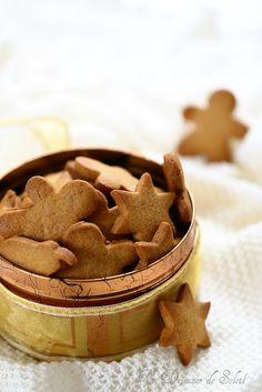 Swedish cookies with Christmas spices (pepparkakor) Xmas Food, Christmas Cooking, Christmas Diy, Biscuit Cookies, Chip Cookies, Desserts With Biscuits, Thermomix Desserts, Cookie Time, Food Cakes
