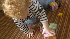 20 activités montessori à faire avec un bébé de moins d'un an. Un tout-petit n'a pas besoin de jouets, il se découvre et découvre le monde qui...