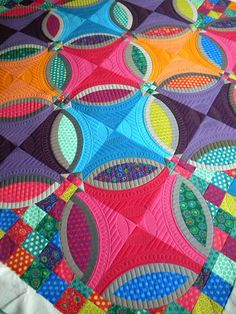 Sewing Quilts Sew Kind Of Wonderful: Finished Sharon's Quilt--Gorgeous modern take on double wedding ring patter Colchas Quilting, Free Motion Quilting, Machine Quilting, Quilting Projects, Quilting Designs, Crazy Quilting, Crazy Patchwork, Quilting Ideas, Circle Quilts