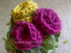 DROPS Crochet Tutorial: How to crochet a rose