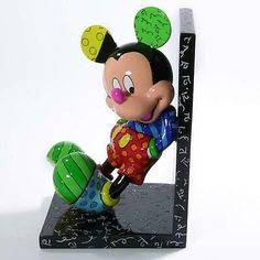 Disney Vans, Disney Mickey Mouse, Miniature Figurines, Collectible Figurines, Britto Disney, 3d Crystal, Ceramic Teapots, Pin Up Art, Famous Artists