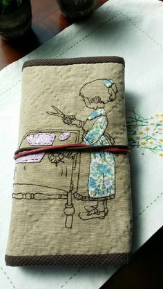 Embroidery Sampler, Embroidery Stitches, Embroidery Designs, Crazy Patchwork, Patchwork Bags, Sewing Case, Hand Sewing, Sewing Kits, Upcycled Textiles