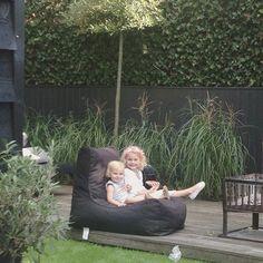 Heerlijk zo'n zitzak in de tuin! #stijlvolletuin #relaxen