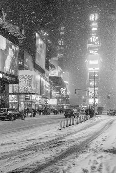 Black And White Photo Wall, New York Winter, Cityscape Photography, New York Pictures, New York Christmas, Winter Scenery, Vintage New York, Snow Scenes, Winter Pictures
