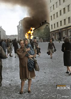 Mother and child fleeing from a bombing in Kallio, Helsinki, [sa-kuva] Native American History, American Civil War, British History, Rpg World, World War Ii, Women In History, World History, Ancient History, History Of Finland