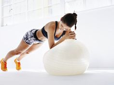 The best gym ball exercises for a flat stomach - Yoga und Fitness - ENG Pilates Training, Fitness Studio Training, Pilates Workout, Fitness Workouts, Fitness Motivation, Exercise Motivation, Exercices Swiss Ball, Swiss Ball Exercises, Ab Exercises