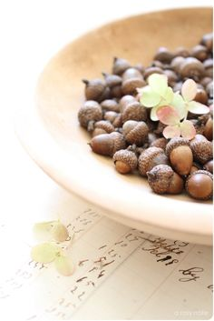 acorns in a shallow wooden bowl for coffee table. So simple, so neat!!