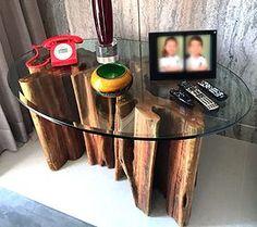 Mesa Lateral de madeira maciça feitas de tronco de árvore, tora, com design contemporâneo Rústico