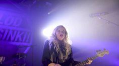 Tyrmäävä Haloo Helsinki! laittoi Tampereen polvilleen – Kaksi asiaa tekee bändistä Suomen suurimman